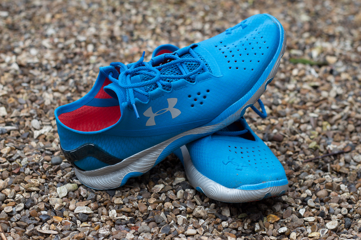 sepatu-lari-under-armour-speedform-wearinasia