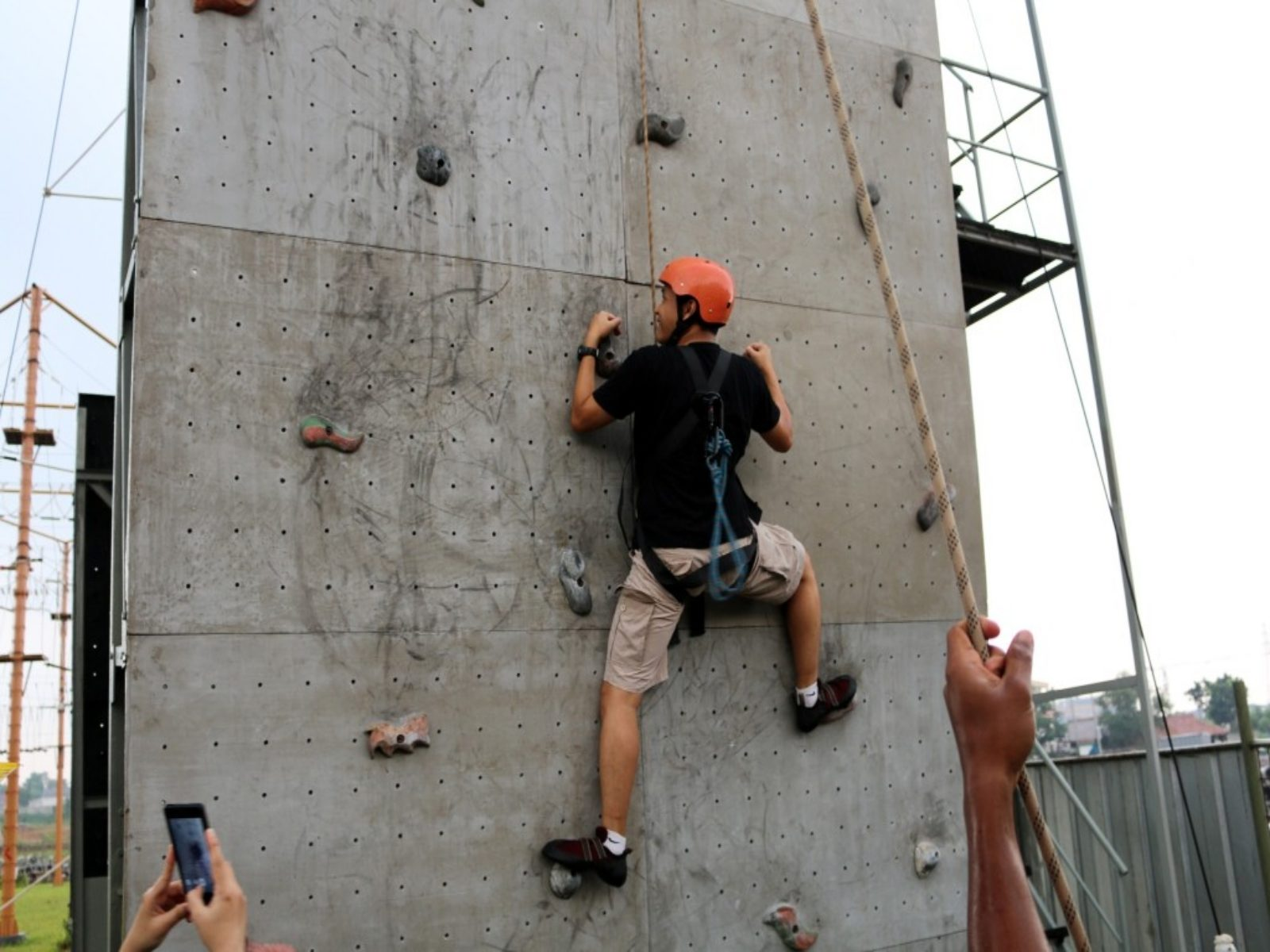 Rock climbing di BSD Xtreme Park. Image by Indonesia Convention Exhibition (ICE)