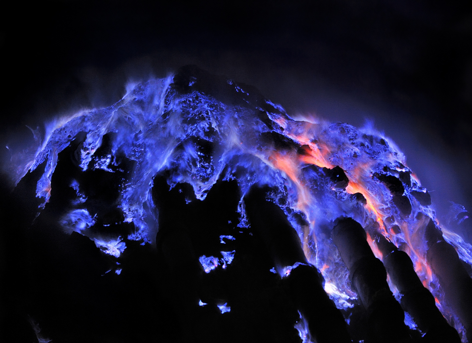 Api biru Ijen. Image by news.nationalgeographic.com